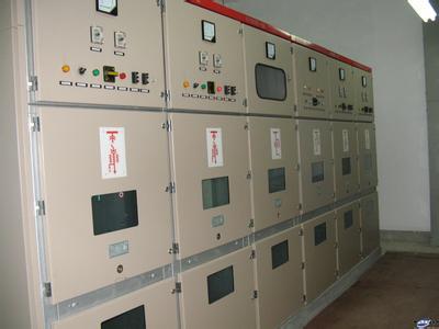 按柜体结构分 按柜体结构可分为金属封闭铠装式